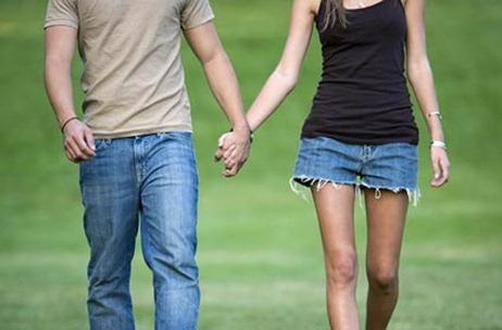 couple-holding-hands-jupiterimages-425kb072709