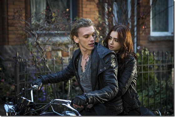 -The-Mortal-Instruments-City-of-Bones-still-clary-fray-34716811-3000-2000