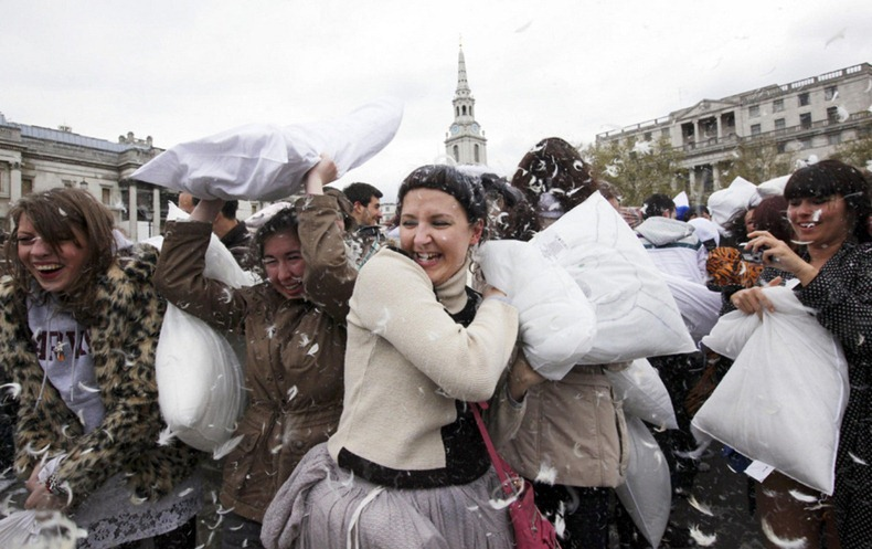 pillow-fight-2012-10