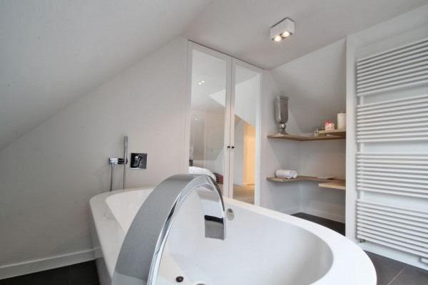 baño-de-diseño-bañera-blanca
