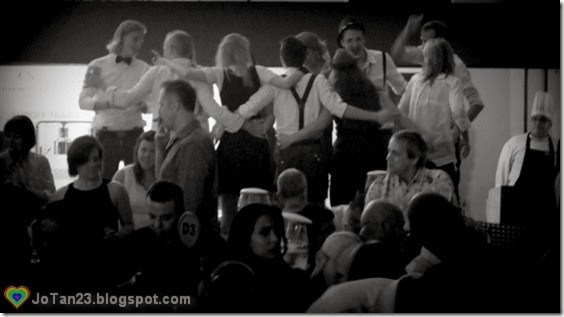 oktoberfest-2013-sofitel-dancing-crowd-on-tables