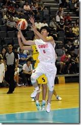 中華電信徐千惠飛身上籃,馬來西亞球員補防不及