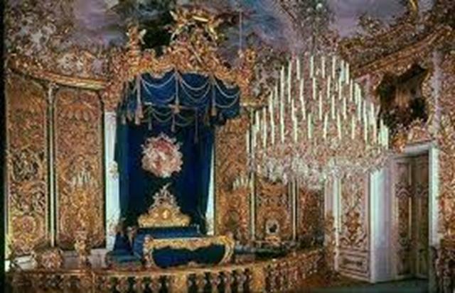 Otra foto de la habitación de Luis II, donde se puede apreciar el estilo Versalles