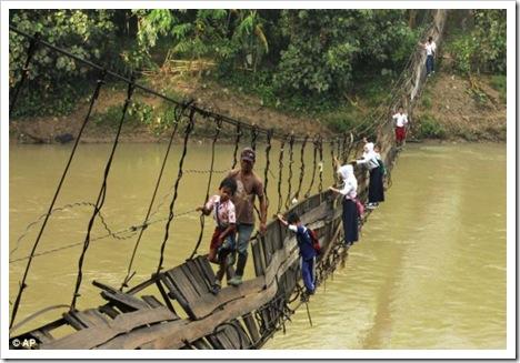 kondisi_jembatan_ciberang_lebak_banten