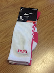 nike basketball elite lebron socks think pink 1 01 Matching Nike Basketball Elite Socks for LeBron 9 Miami Vice