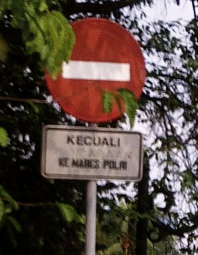 Dilarang lewat kecuali ke Mabes Polri 1.jpg
