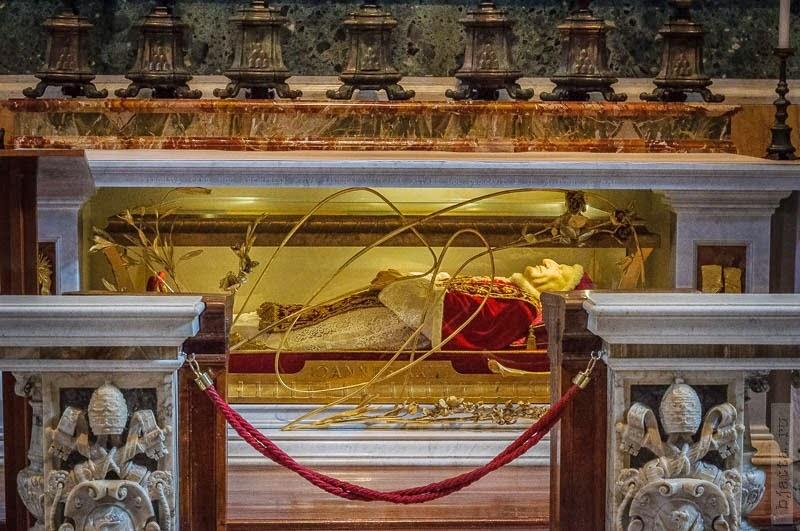 8-50. Внутри собора, предлагаю просто посмотреть, честно говоря, я всего просто не стремился запоминать, в руках быль фотоаппарат. 2011, march, Italy, Rome, Vatican, март, Рим, Италия, Ватикан.
