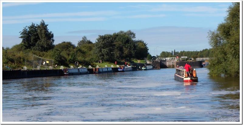 SAM_2677 Looking back at Hazelford Lock