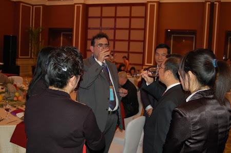 Go China Summit - banchet guvernamental: la un pahar de vin cu primarul
