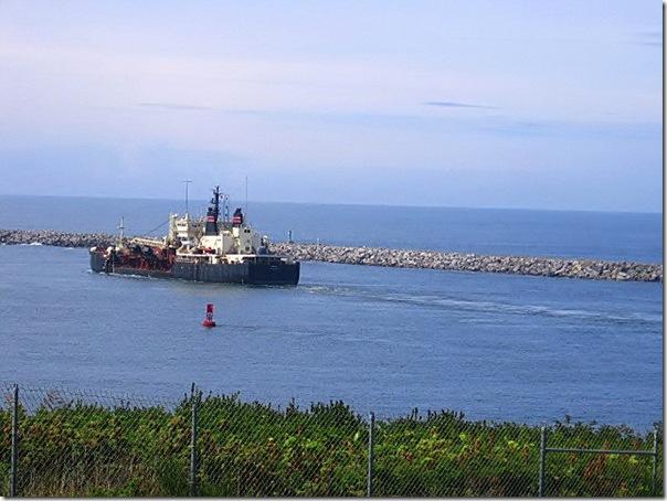 beach-08182007-barge