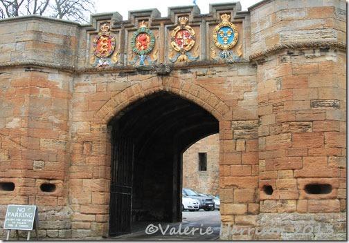 56-palace-gateway