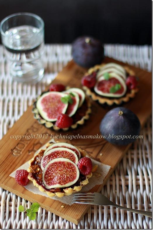 tartaletki z sosem karmelowym i żurawiną (3)