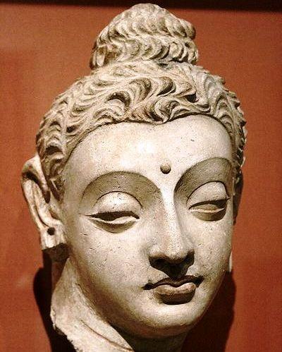 tuong-phat-phong-cach-Gandhara