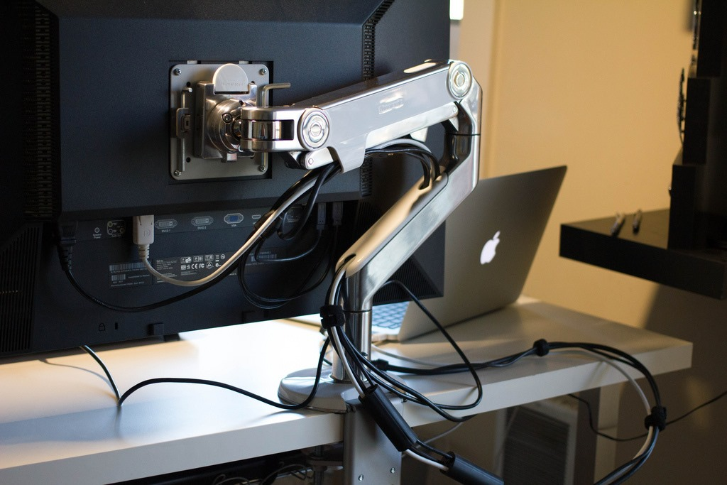 [White_Computer_Desk_White_Chair_3%255B2%255D.jpg]