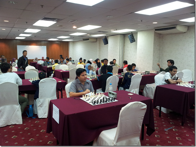 Round 6 scenario at Mega Village 4th Kuantan Rapid Junior Chess Master 2012