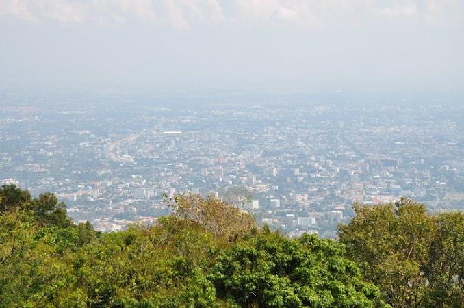 Imagini Thailanda: Chiang Mai vazut de pe terasa templului Doi Suthep, Chiang Mai, Thailanda