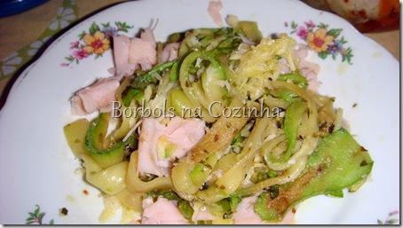Espaguete de Abobrinha com Peito de Peru