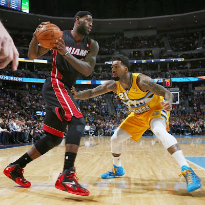 lebron james nba 131230 mia at den 15 LeBron Debuts Alternate Away PE on his Birthday (Carbon finish, no Speckles)