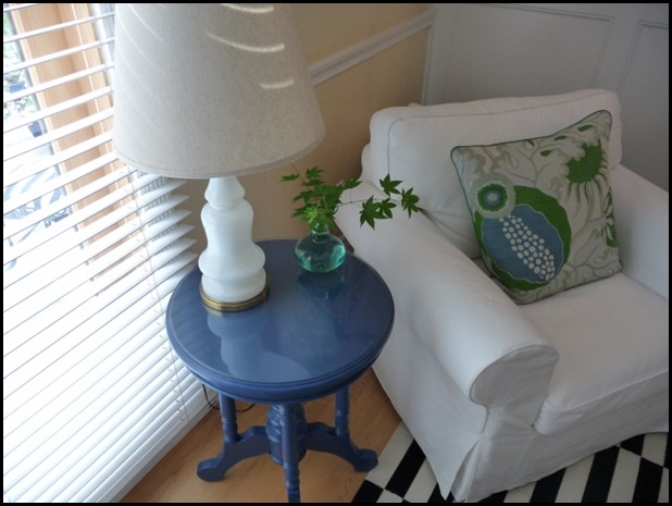 Blue end table 017 (800x600)