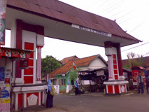 gapura desa caturharjo