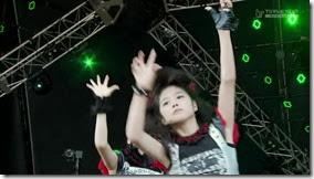 BABYMETAL_catch-me-if-you-can_11