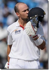 english_batsman_trott_after_complete_ton_pics