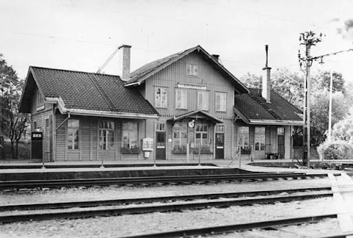 bergsbrunna-station-1945.jpg