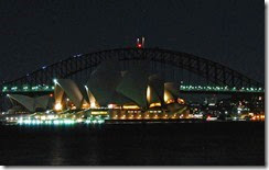 800px-Sydney_Harbour_Bridge_and_Opera_House_Earth_Hour
