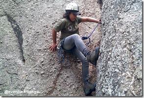 Exercitando técnicas de subida na volta do rapel - Camila