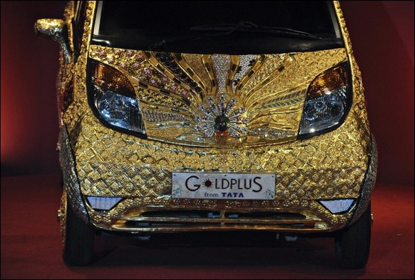 Indian-Car-Maker-Tata-Unveils-Gold-plated-Nano_01