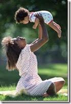 fotos de madres con sus bebes (12)