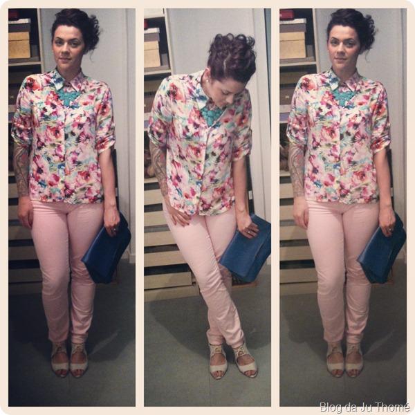 look calça rosa, camisa estampada floral Camisaria Zassi, maxi clutch azul lojas renner e maxi colar renner