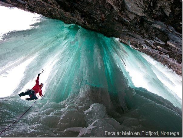 Escalar hielo en Eidfjord, Noruega