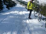 """¡Menos mal que la nieve estaba dura! Si hubiéramos tenido que avanzar hundidos, habría sido peor. Aún así la """"jodía"""" nos entretuvo como dos horas."""
