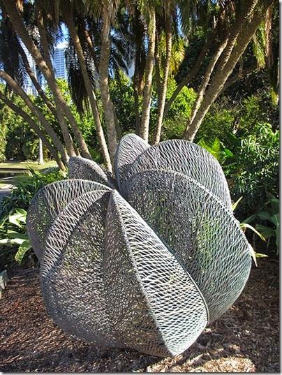 450px-Bronwyn_Oliver_'Palm'
