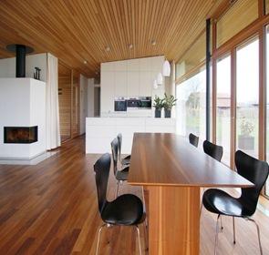 diseño interior revestimiento madera en techo suelos