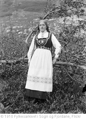 'Woman in bunad' photo (c) 1910, Fylkesarkivet i Sogn og Fjordane - license: http://www.flickr.com/commons/usage/