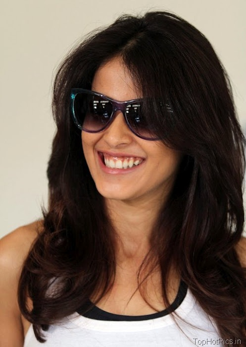 Genelia Latest Hot Smiling Pics 1