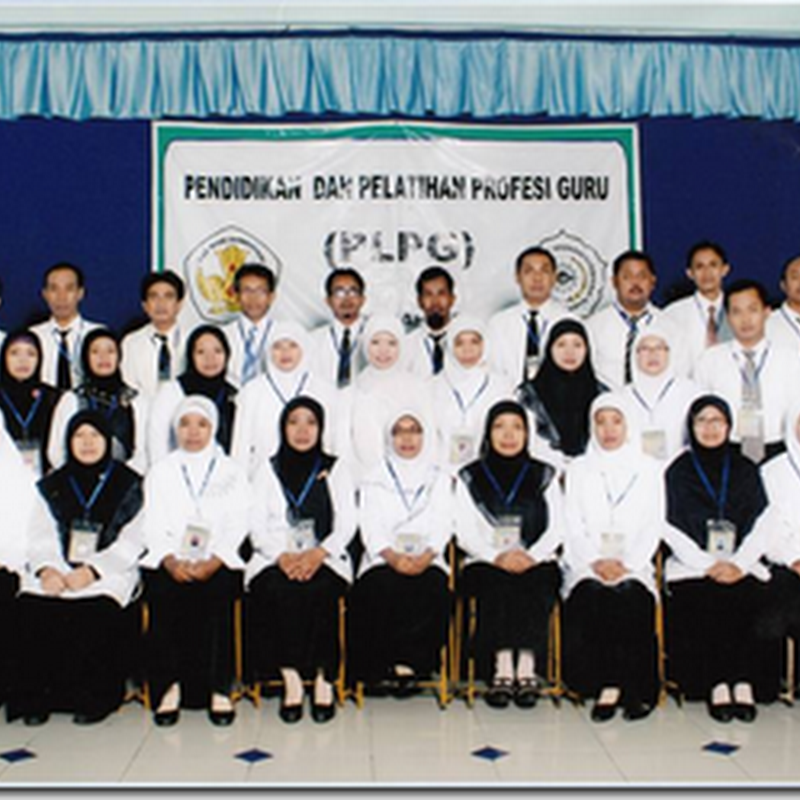 Penyerahan Sertifikat Pendidik Rayon UMS Tahun 2013
