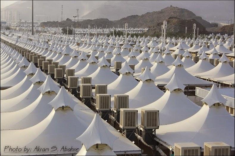 Syrian Civil War: News #2 - Page 4 Mina-tent-city-10%25255B6%25255D