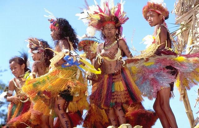 222 HIRI MOALE DANCERS,©Rocky Roe