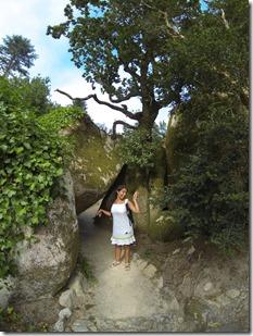 Plus loin, ma chérie imite à merveille un arbre tordu !  ^_^