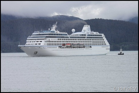 Cruise-Ship-Leaving-2