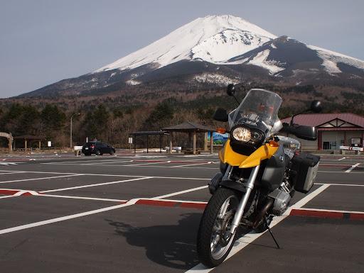 [写真]富士山スカイラインにて富士山とR1200GS