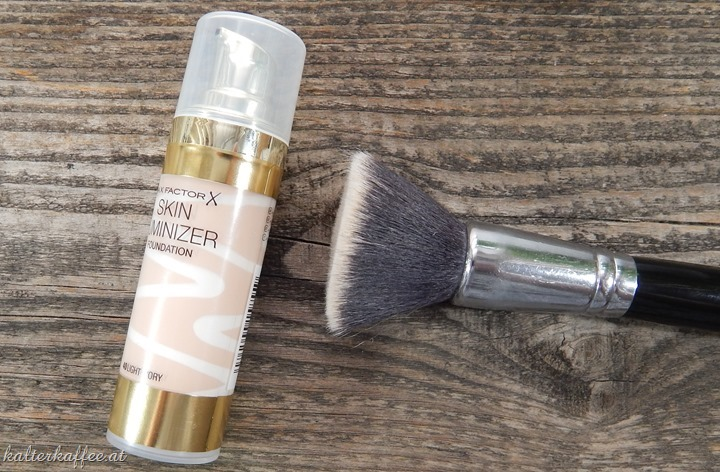 Max Factor Skin Luminizer Foundation 40 Light Ivory