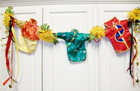 Garland decorated with Chinese wine dresses