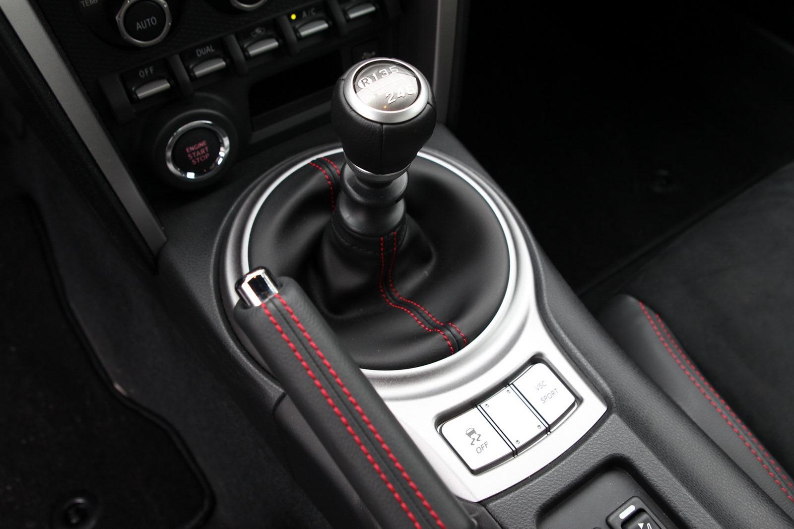 2013-Subaru-BRZ-Coupe-Interior-3.jpg?imgmax=1800