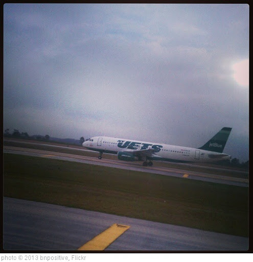 'Taxiing next to the NY Jets plane when we landed in Orlando.' photo (c) 2013, bnpositive - license: http://creativecommons.org/licenses/by-sa/2.0/