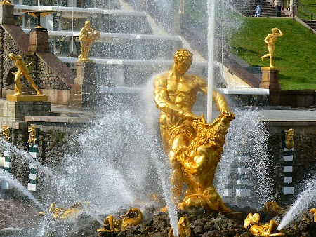 Circuit Rusia: Statule aurite de la Petrodvoret