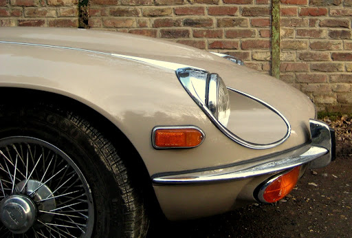 The Jag-Eye...the originally unwanted version.. Jaguar XK-E, with Head-Light-Cover-Kit. The Head-Lamp-Cover Conversion-Kit made by designer Stefan Wahl in the tradition of Malcolm Sayer. / Jaguar e-Type mit Scheinwerferabdeckungen, designed und hergestellt von Designer Stefan Wahl in der Tradition von Malcolm Sayer.